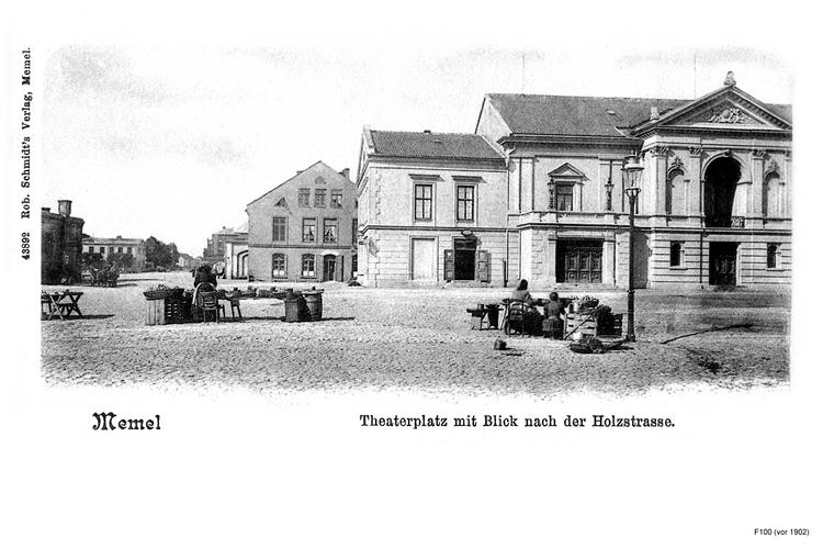 Memel, Theaterplatz mit Blick zur Holzstraße
