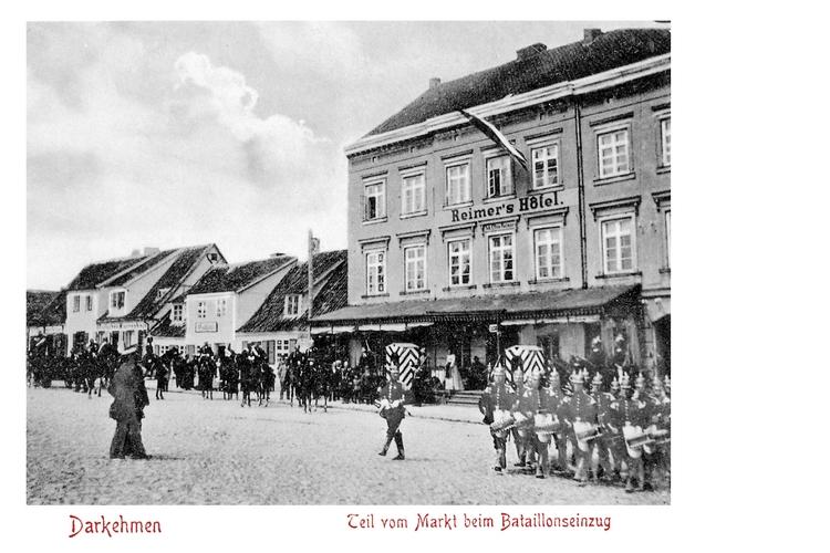 Darkehmen, Bataillonseinzug am Markt