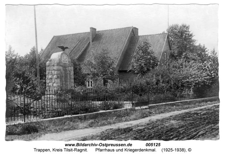 Trappen, Pfarrhaus und Kriegerdenkmal