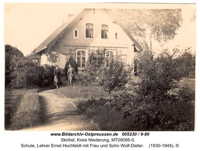 Heideckshof, Schule, Lehrer Ernst Hochfeldt mit Frau und Sohn Wolf-Dieter