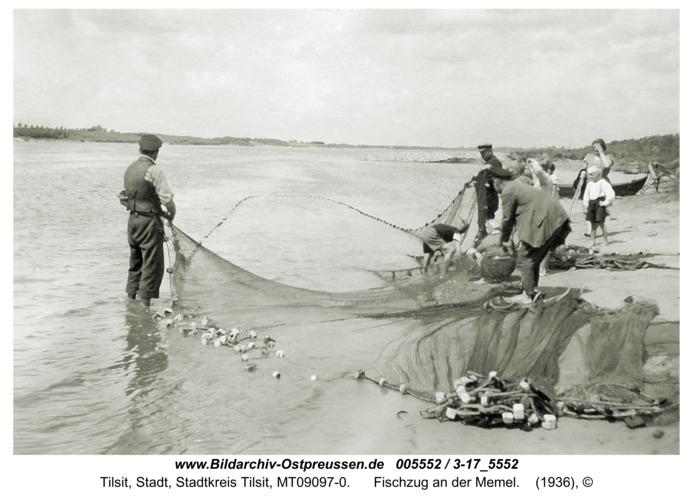 Tilsit-Schwedenfeld, Fischzug an der Memel