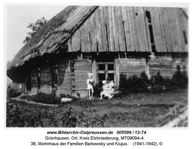Grünhausen, 38, Wohnhaus der Familien Barkowsky und Kiujus