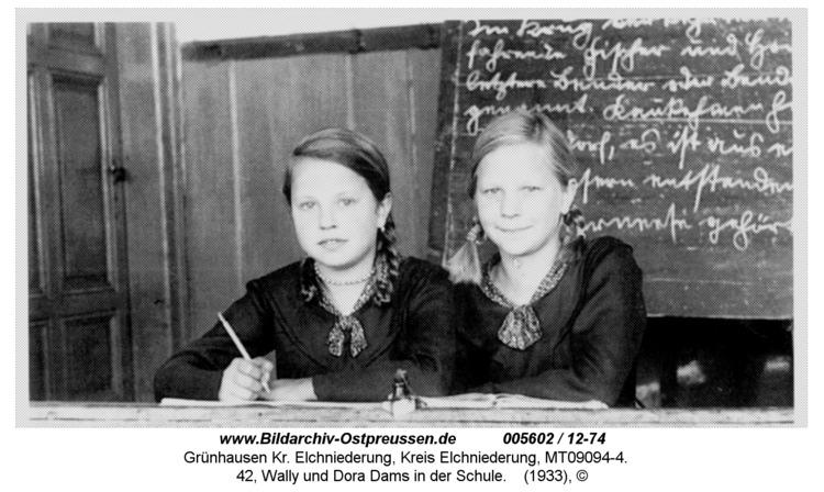 Grünhausen, 42, Wally und Dora Dams in der Schule