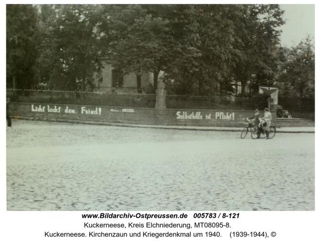 Kuckerneese. Kirchenzaun und Kriegerdenkmal um 1940