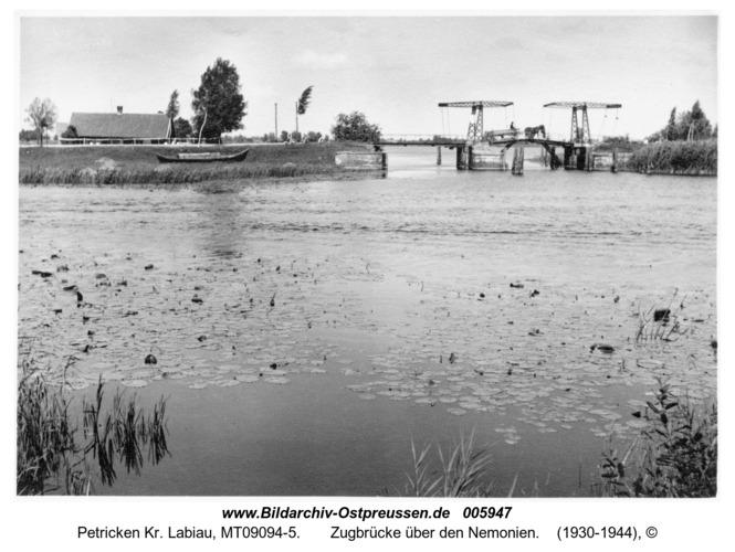 Welmdeich,  Zugbrücke über den Nemonien