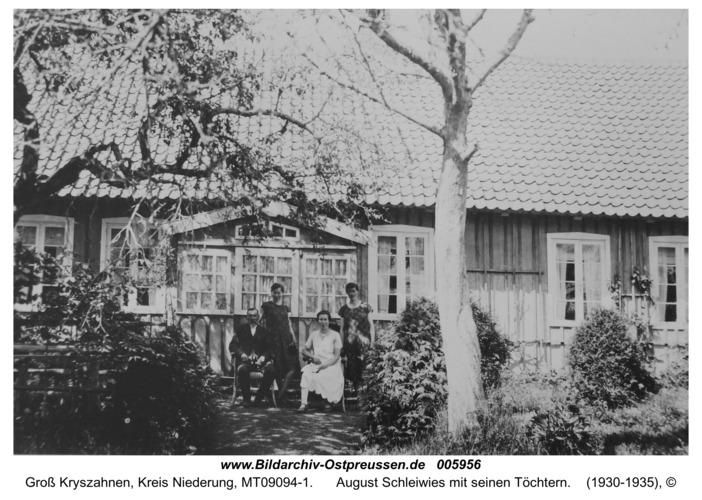 Groß Kryszahnen, August Schleiwies mit seinen Töchtern