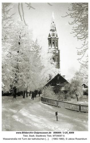 Tilsit, Wasserstraße mit Turm der katholischen Kirche