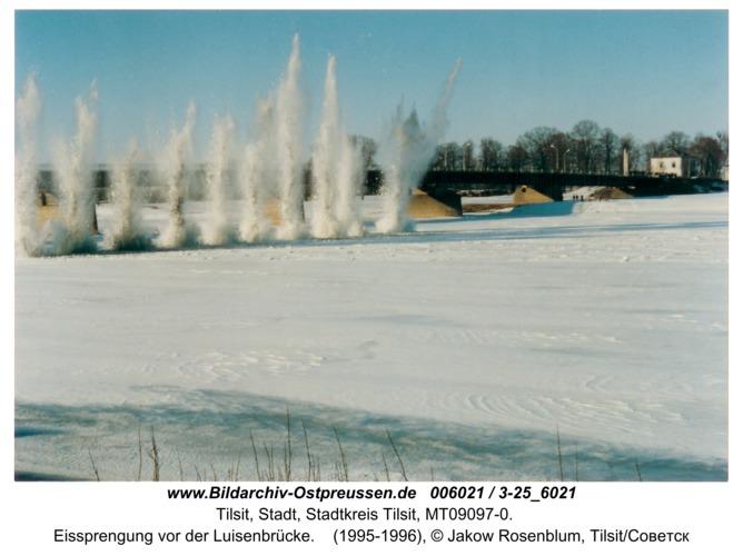 Tilsit, Eissprengung vor der Luisenbrücke