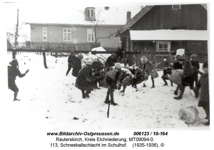 Rauterskirch, 113, Schneeballschlacht im Schulhof