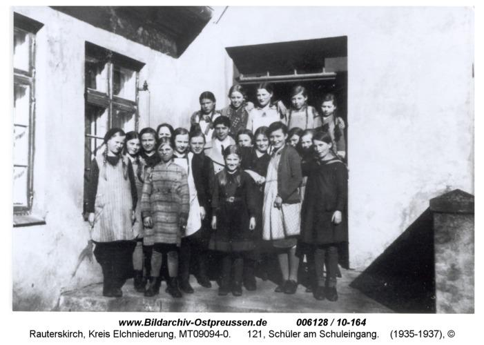 Rauterskirch, 121, Schüler am Schuleingang