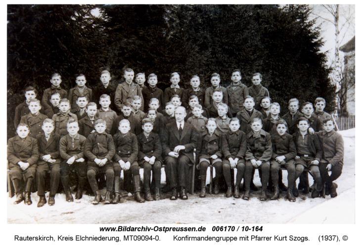 Rauterskirch, Konfirmandengruppe mit Pfarrer Kurt Szogs