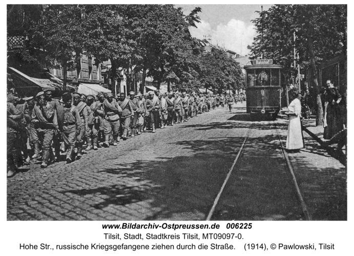 Tilsit, Hohe Str., russische Kriegsgefangene ziehen durch die Straße