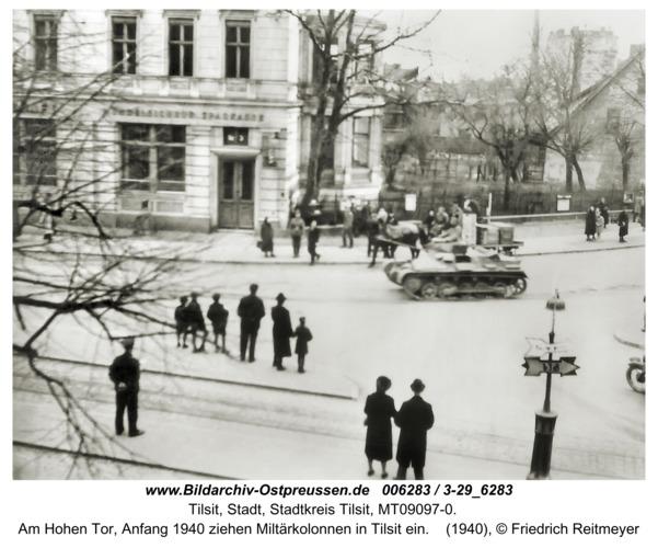 Tilsit, Am Hohen Tor, Anfang 1940 ziehen Miltärkolonnen in Tilsit ein