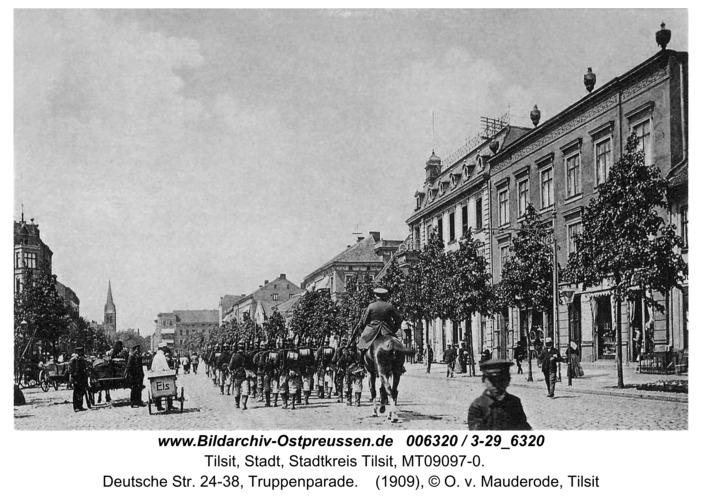 Tilsit, Deutsche Str. 24-38, Truppenparade