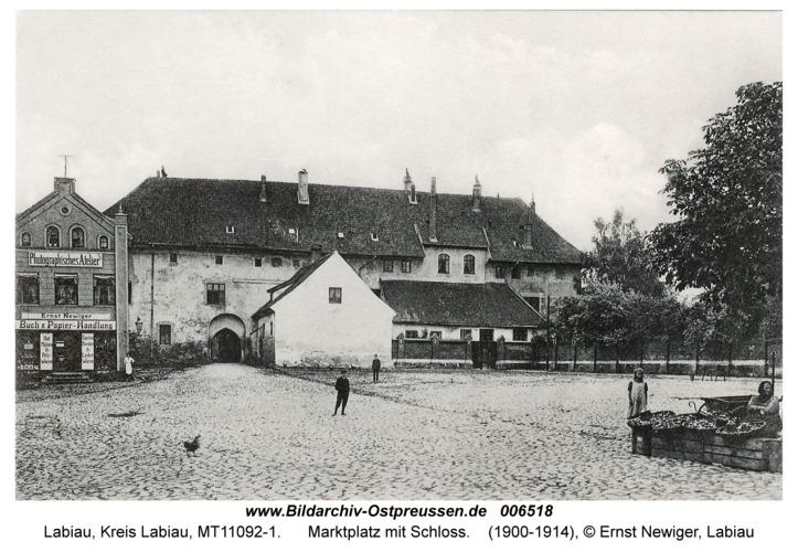 Labiau, Marktplatz mit Schloss