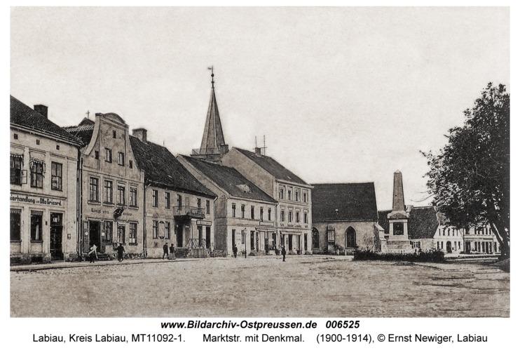 Labiau, Marktstr. mit Denkmal