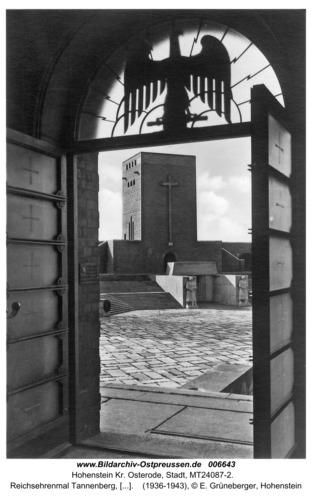 Hohenstein Kr. Osterode, Reichsehrenmal Tannenberg, Blick vom Feldherrenturm zum Hindenburgturm
