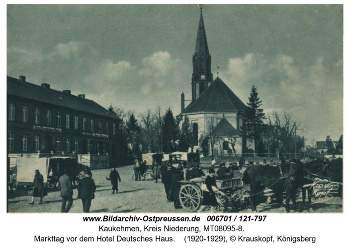Kaukehmen, Markttag vor dem Hotel Deutsches Haus