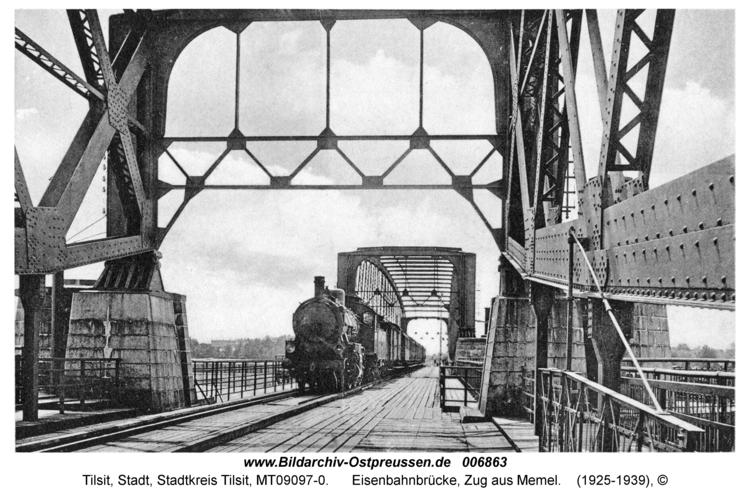 Tilsit, Eisenbahnbrücke, Zug aus Memel