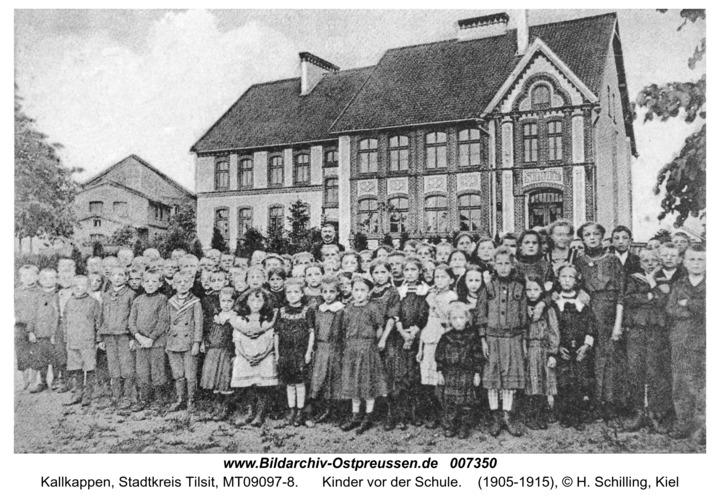 Kallkappen, Kinder vor der Schule