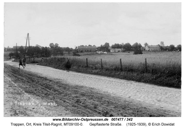 Trappen-West, gepflasterte Straße