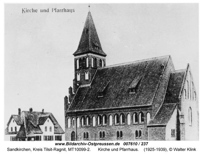 Sandkirchen, Kirche und Pfarrhaus