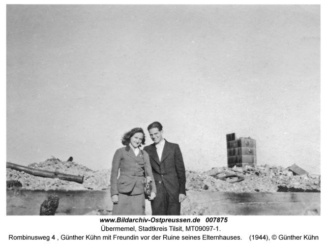 Tilsit Übermemel, Rombinusweg 4, Günther Kühn mit Freundin vor der Ruine seines Elternhauses