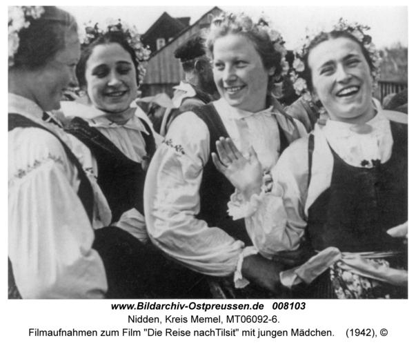 """Nidden, Filmaufnahmen zum Film """"Die Reise nachTilsit"""" mit jungen Mädchen"""