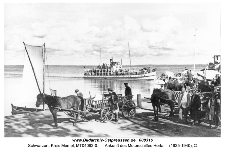 Schwarzort, Ankunft des Motorschiffes Herta