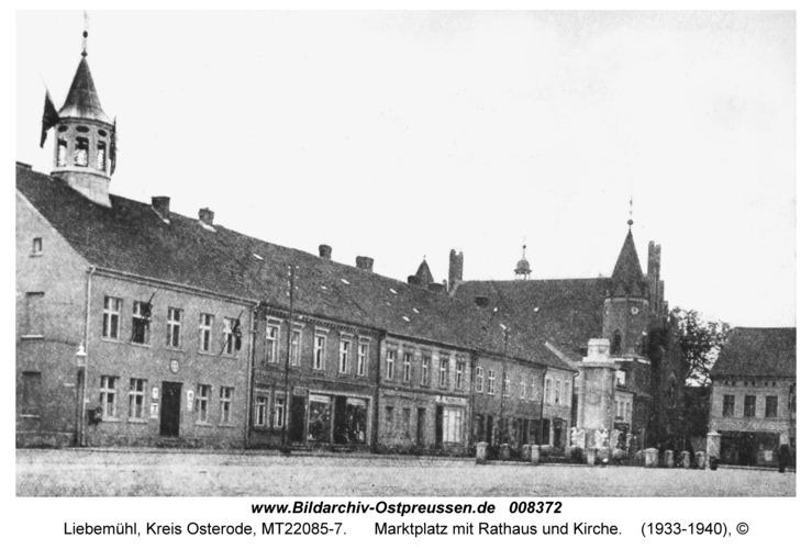 Liebemühl, Marktplatz mit Rathaus und Kirche