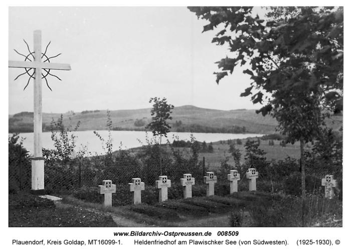 Plauendorf, Heldenfriedhof am Plawischker See (von Südwesten)