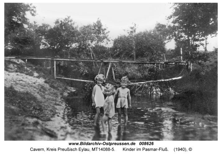Cavern, Kinder im Pasmar-Fluß