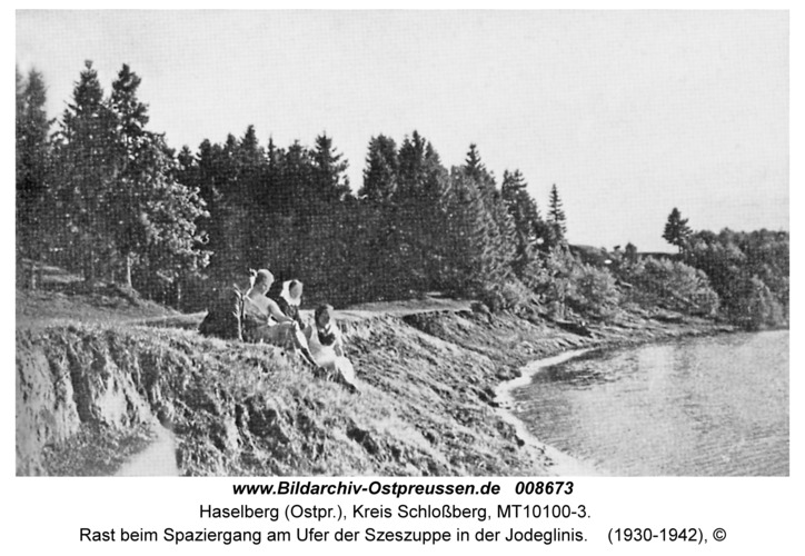 Haselberg, Rast beim Spaziergang am Ufer der Szeszuppe in der Jodeglinis