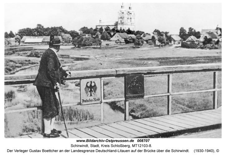 Schirwindt, Der Verleger Gustav Boettcher an der Landesgrenze Deutschland-Litauen auf der Brücke über die Schirwindt