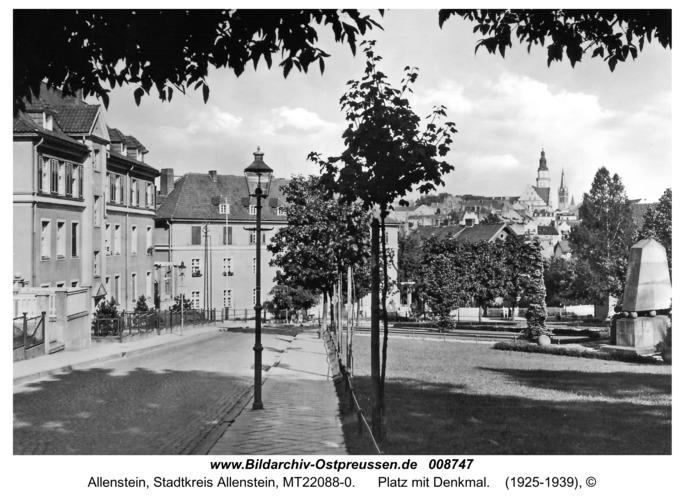 Allenstein, Platz mit Denkmal