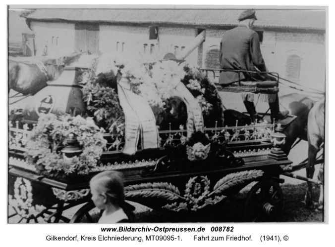 Gilkendorf 7, Fahrt zum Friedhof