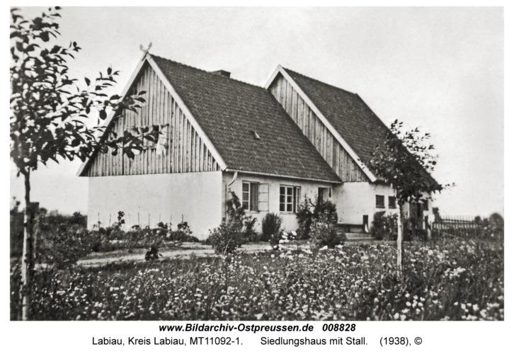 Labiau, Siedlungshaus mit Stall