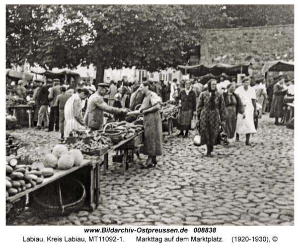 Labiau, Markttag auf dem Marktplatz