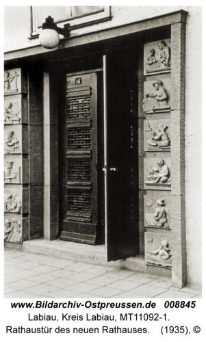 Labiau, Rathaustür des neuen Rathauses