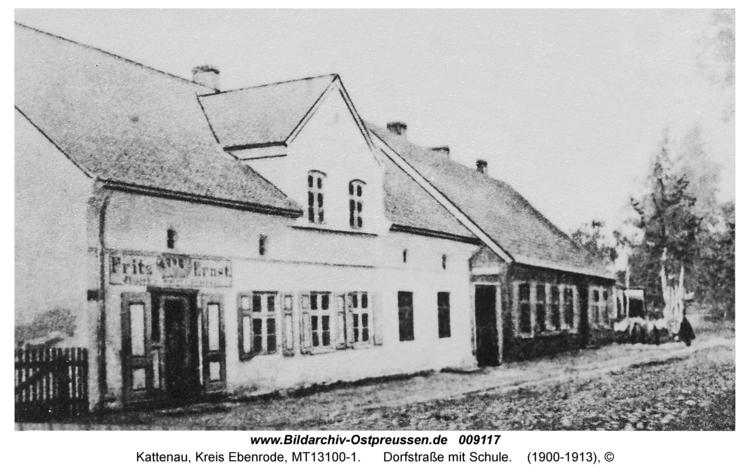 Kattenau, Dorfstraße mit Schule