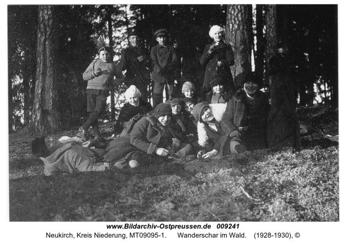 Neukirch, Wanderschar im Wald