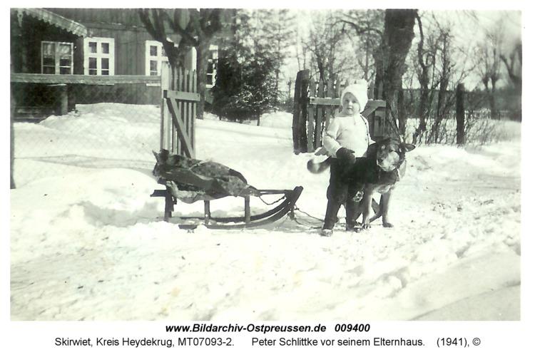 Skirwiet, Peter Schlittke vor seinem Elternhaus
