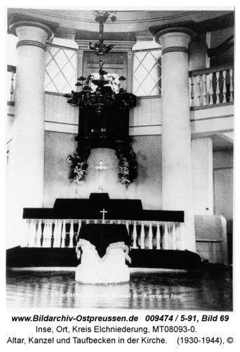 Inse, Altar, Kanzel und Taufbecken in der Kirche