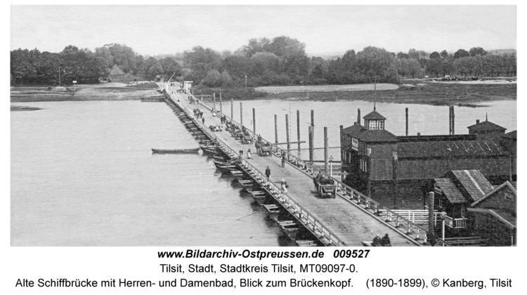 Tilsit, Alte Schiffbrücke mit Herren- und Damenbad, Blick zum Brückenkopf