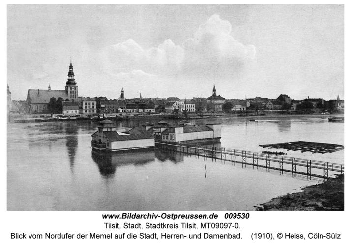 Tilsit, Blick vom Nordufer der Memel auf die Stadt, Herren- und Damenbad