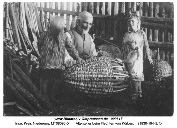Inse, Altenteiler beim Flechten von Körben