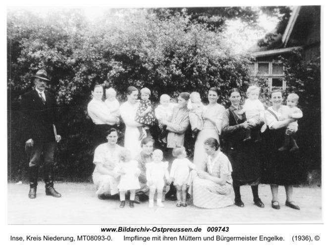 Inse, Impflinge mit ihren Müttern und Bürgermeister Engelke