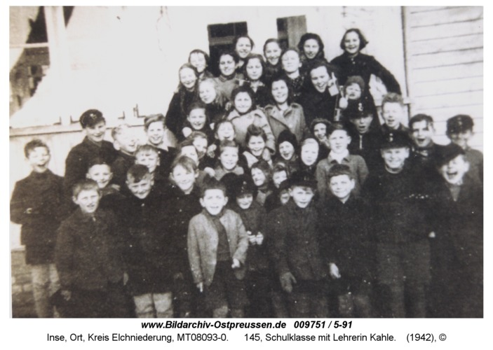 Inse, 145, Schulklasse mit Lehrerin Kahle