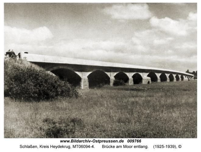 Schlaßen, Brücke am Moor entlang
