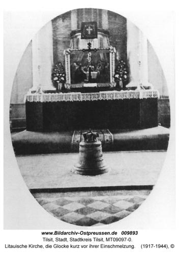 Tilsit, Litauische Kirche, die Glocke kurz vor ihrer Einschmelzung